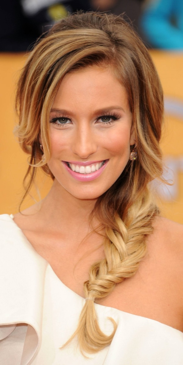 LOS ANGELES, CA - JANUARY 30: TV personality Renee Bargh arrives at the 17th Annual Screen Actors Guild Awards held at The Shrine Auditorium on January 30, 2011 in Los Angeles, California. (Photo by Jason Merritt/Getty Images)