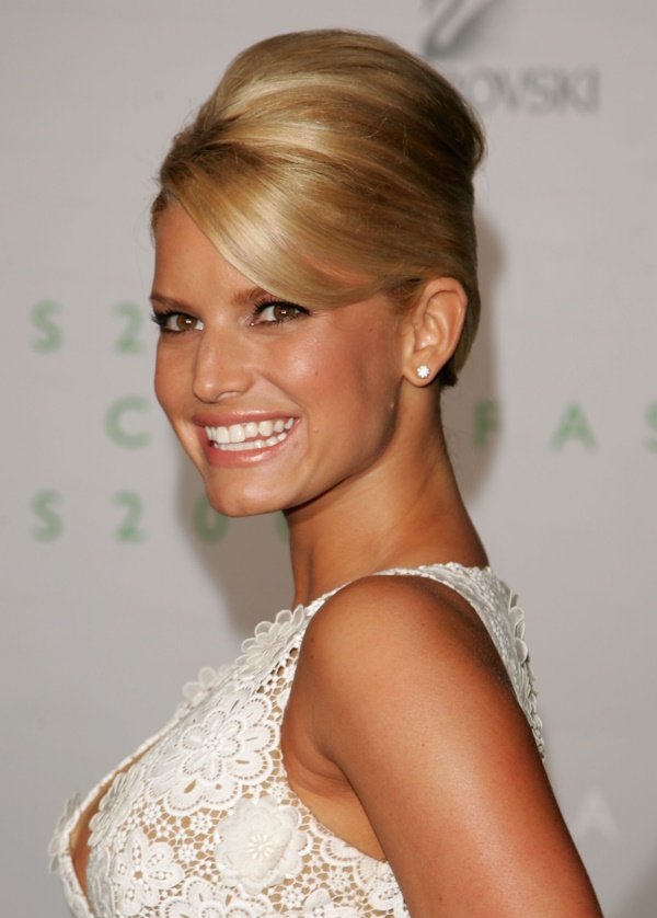 NEW YORK - JUNE 05: Singer Jessica Simpson attends the 2006 CFDA Awards at the New York Public Library June 5, 2006 in New York City. (Photo by Peter Kramer/Getty Images for CFDA)