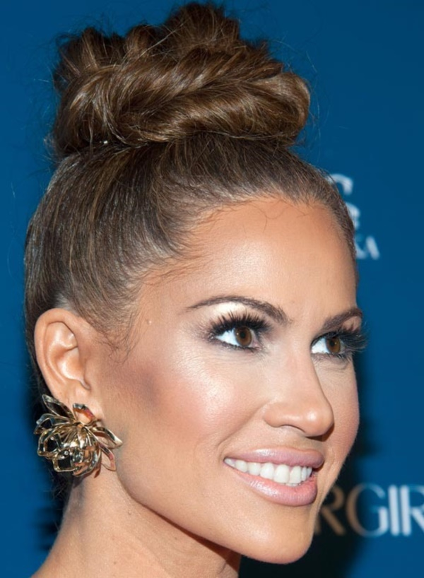 top knot bun Hairstyles (40)
